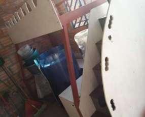 Cama de 2 pisos con armaje de hierro y colchones