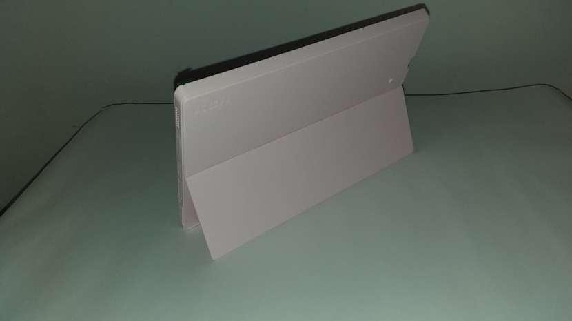Tablet computadora 2 en 1 RCA - 3