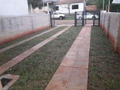 Casa a estrenar zona barrio San Carlos de Ñemby
