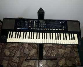 Parlantes, teclado, amplificador