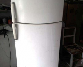 Heladera freezer Eslabón de Lujo ERM 440
