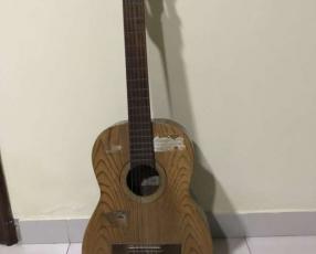 Guitarra clásica con estuche