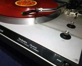 Tocadiscos Technics SL 1300 MK2