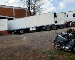 Scania 113 360 trucado con furgón refrigerado