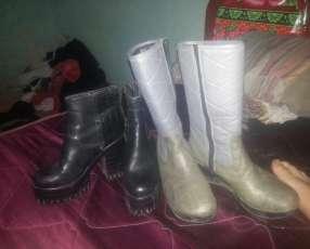 Dos zapatos de invierno