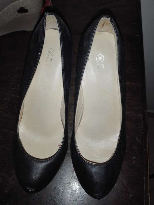 Zapatos semi nuevos