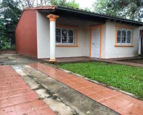 Casa sobre empedrado a 3 cuadras de La Victoria