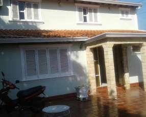 Casa en esquina zona S6 Lambaré