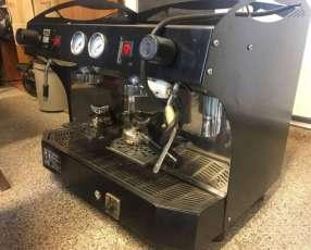 Cafetera industrial y Vitrina para cafe o restaurant