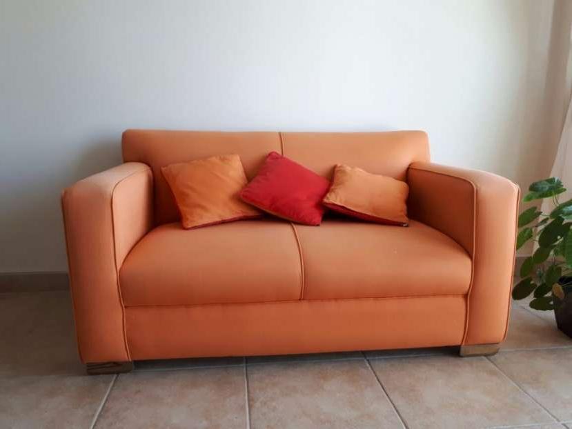 Sofá de 2 cuerpos color naranja