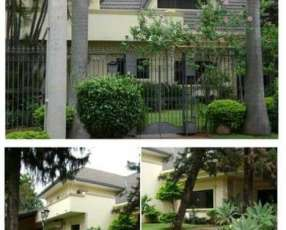 Residencia en barrio Los Laureles A1241