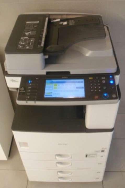 Fotocopiadora RICOH MP 2852 B&N de 28 páginas por minuto - 1