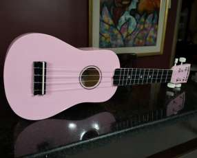 Ukulele Diamond Head rosado