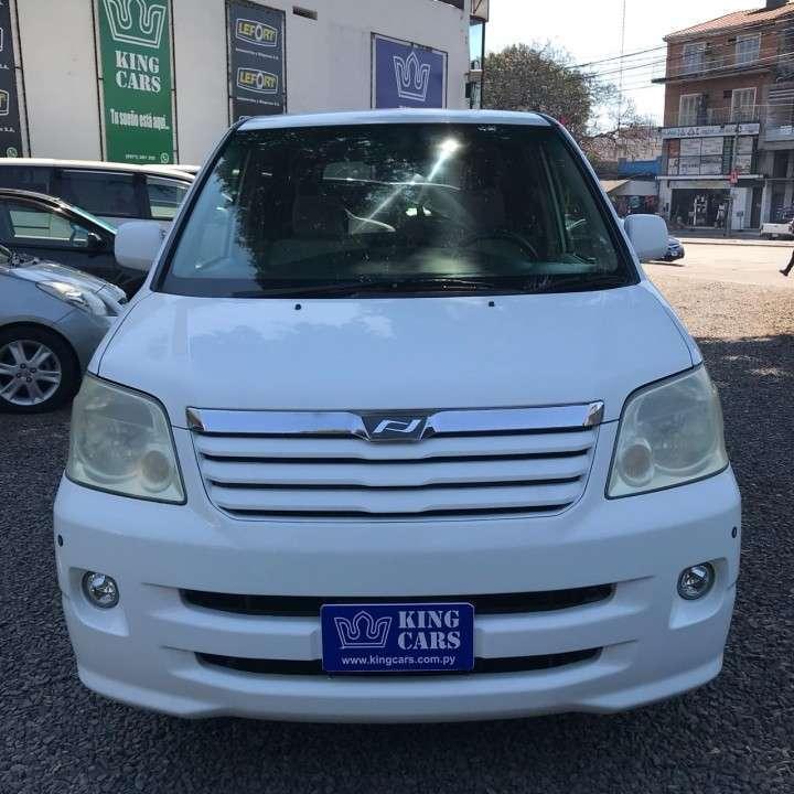 Toyota Noah 2003 recién importado