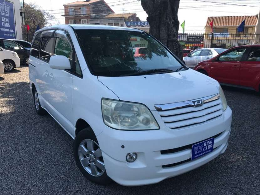 Toyota Noah 2003 recién importado - 6