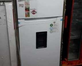 Heladera Tokyo de 450 litros con dispenser frío seco