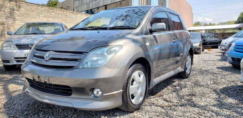 Toyota ist 2005 motor 1300 naftero automático