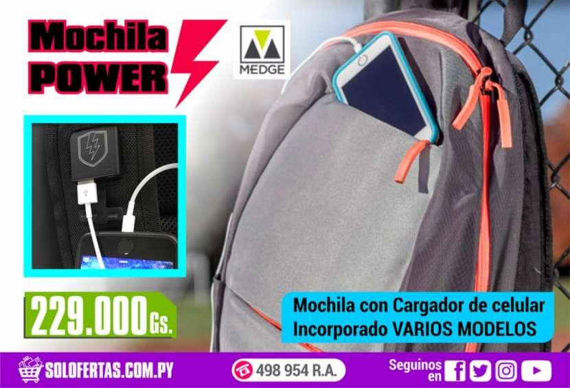 Mochila con cargador de celular incorporado