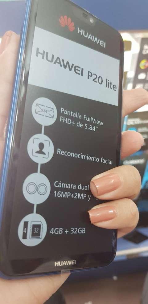 Huawei P20 lite azul nuevo con protectores y auricular bluetooth - 0