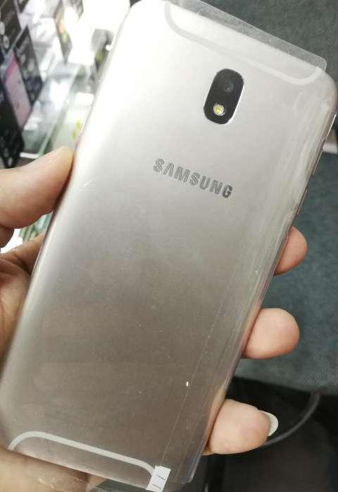Samsung Galaxy J7 Pro 32 gb - 1
