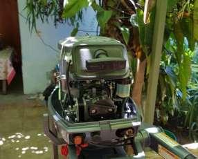 Motor Yamaha 8 HP fuera de borda