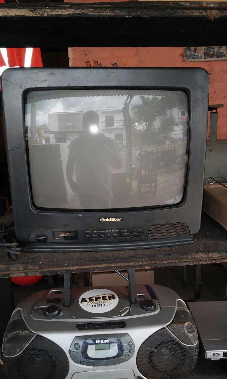 Televisión con control remoto