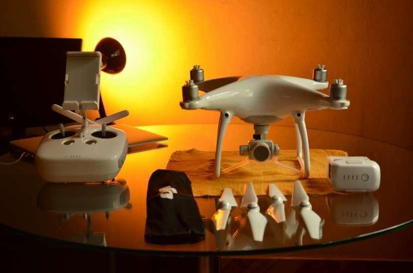 Drone DJI Phantom 4 + iPad Air - 0
