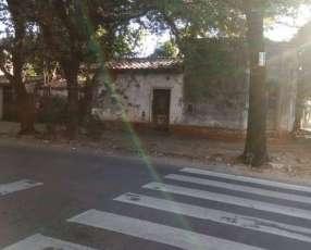 Terreno con casa a demoler en Asunción