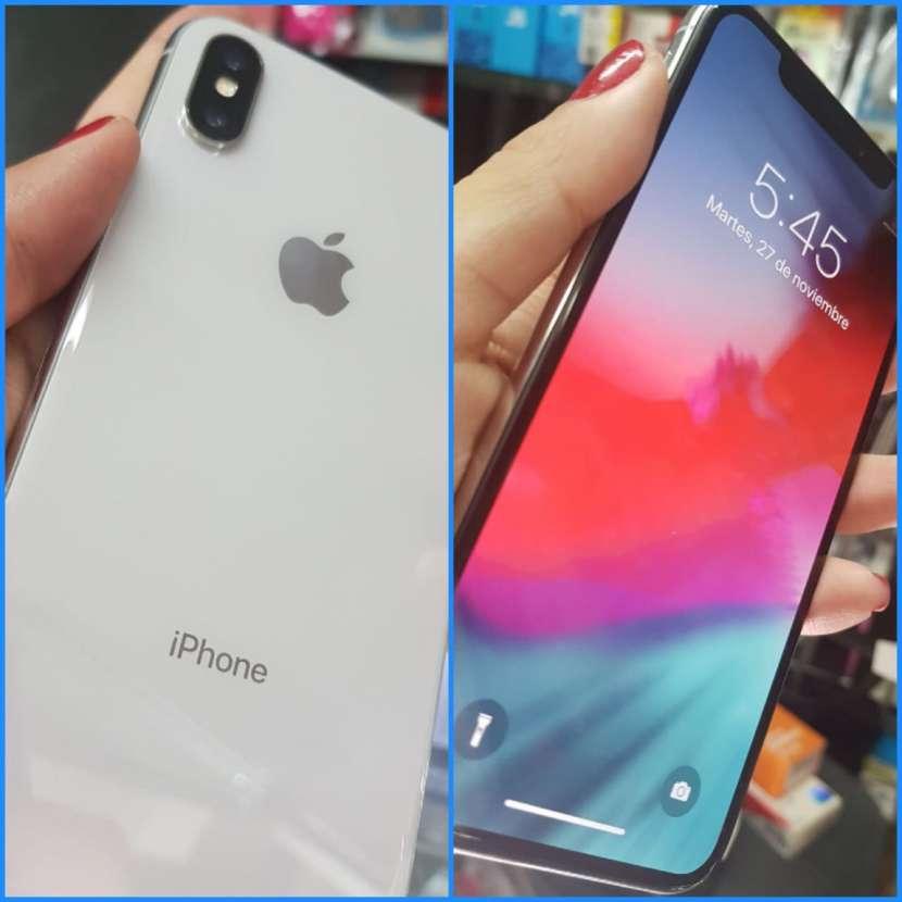IPhone X de 64 gb impecable con protectores antishock - 0