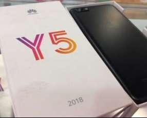 Huawei Y5 2018 nuevo con protectores antishock y monopod para selfies