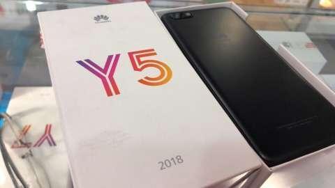 Huawei Y5 2018 nuevo con protectores antishock y monopod para selfies - 0