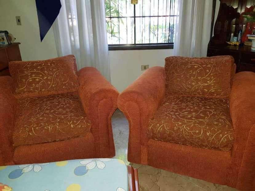 Dos sofás de un cuerpo semi nuevos
