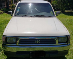 Toyota Hilux doble cabina 2000 motor 2.4 diésel 4x2