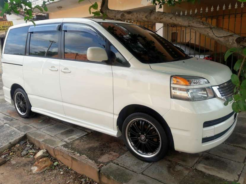 Toyota Noah 2001 - 0