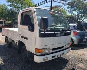 Camión Nissan Atlas 1996 recién importado