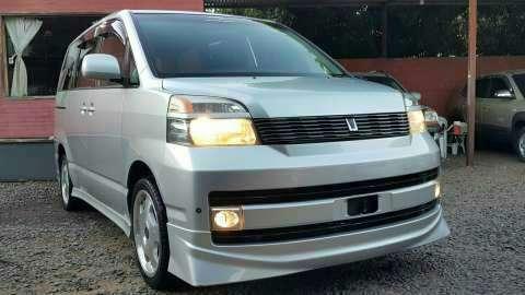 Toyota Voxy 2003 recién importado