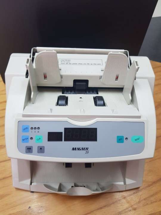 Máquina bancaria profesional para contar billetes Magner 20