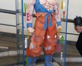 Goku de tamaño real