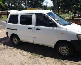 Toyota Noah Carguero 2000