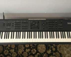 Piano sintetizador Roland A90 de 88 teclas