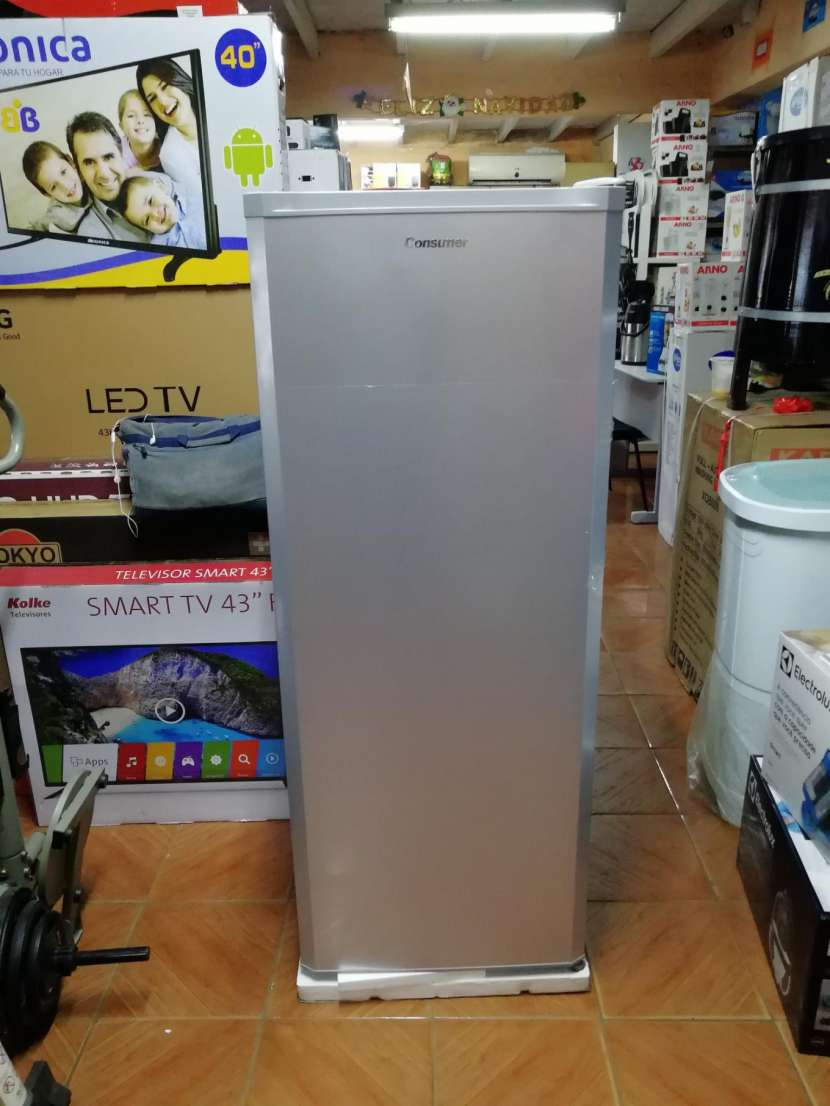 Congelador vertical Consumer 250 litros - 1