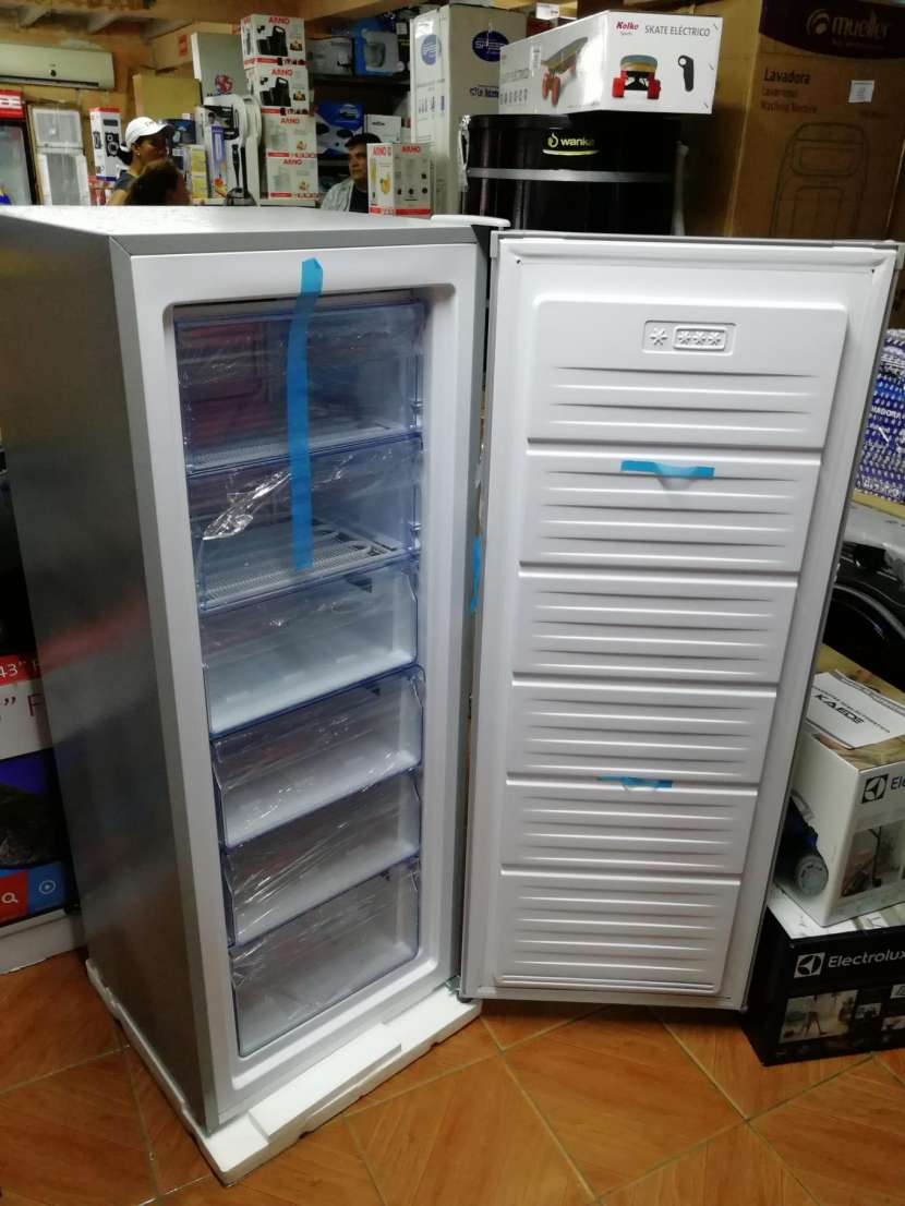 Congelador vertical Consumer 250 litros - 6