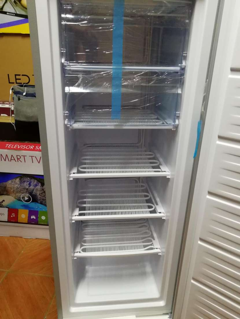 Congelador vertical Consumer 250 litros - 8