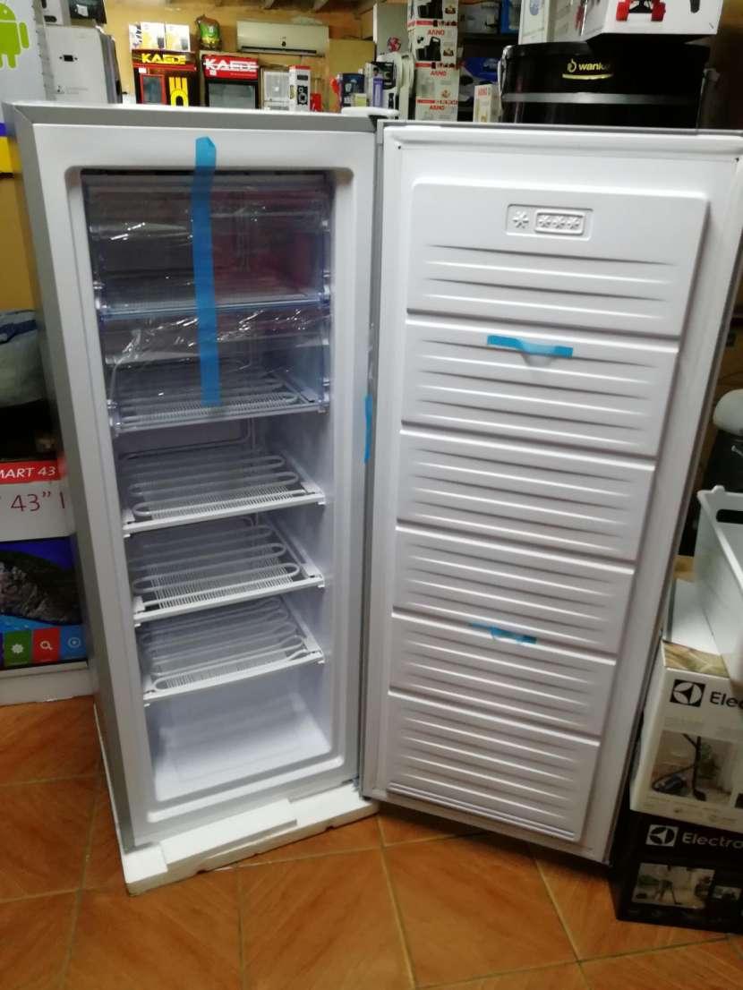 Congelador vertical Consumer 250 litros - 9