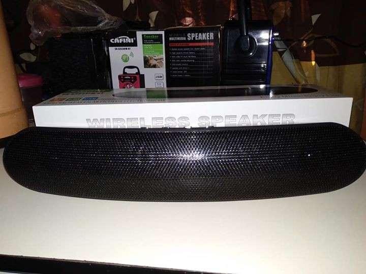 Parlante portátil pesado sonido tipo JBL - 2