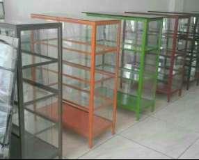 Mueble de metal con vidrio