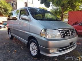 Toyota Grand Hiace 2000 recién importado