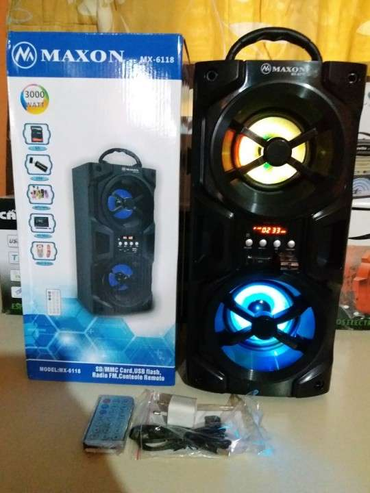 Parlante portátil Maxon MX-6118 doble con luces rítmicas - 2
