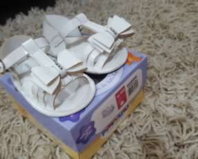 Sandalia blanca para bebé