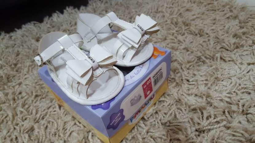 Sandalia blanca para bebé - 0